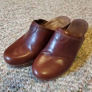 UGG womens heeled mule, brown leather ,sz 7